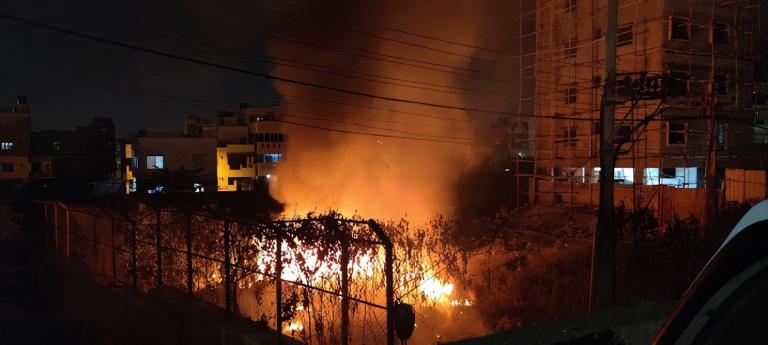 One of Jhatkaa.org's members, Manish Paul, saw garbage burning while crossing KR Puram Bangalore on the night of 27 January 2020.
